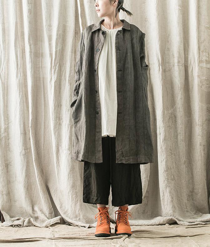 Coat, Trousers / BIEK VERSTAPPEN Tops / UMA WANG Shoes / GUIDI