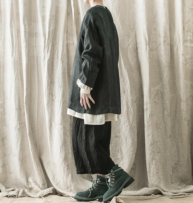 Shirt, Trousers / BIEK VERSTAPPEN Tops / UMA WANG Shoes / GUIDI